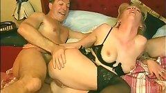 Slutty mature brunette gets wet pussy