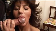 Casalinga mamma matura italiana fa pompino cazzone - italian mature blowjob mom
