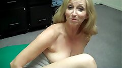 Grandma fingers personally then FREAKS OUT at Porn Casting (Behind rub-down the Scenes)